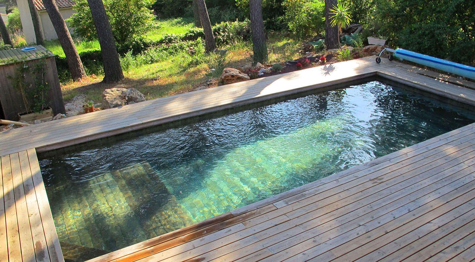 les mat riaux utilis s poru fabriquer une piscine natura. Black Bedroom Furniture Sets. Home Design Ideas