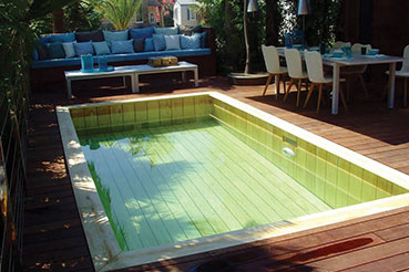 piscine rectangle en bois avec terrasse bois camping