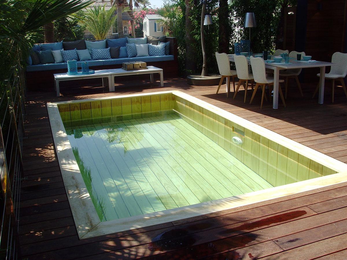 photos de piscine bois, exemples piscine carrée hors sol ou entérrée